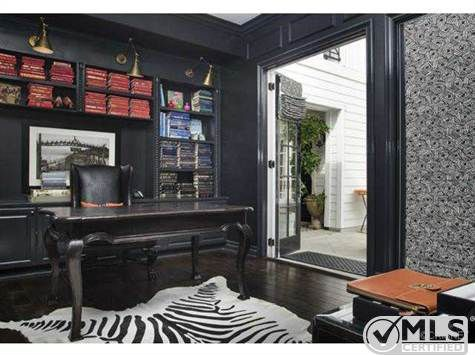 Kourtney Kardashianu0027s Bold Decor Attracts Buyer