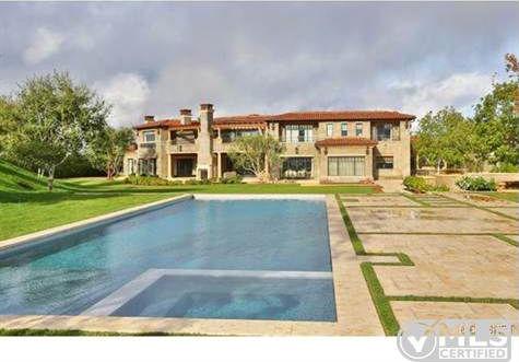 Report: Kourtney Kardashian Buys Home Near Justin Bieber