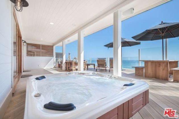 Leonardo dicaprio asks 10 95m for malibu beach house