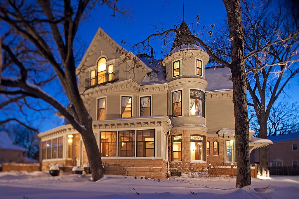 'The Mary Tyler Moore Show' Home For Sale in Minneapolis