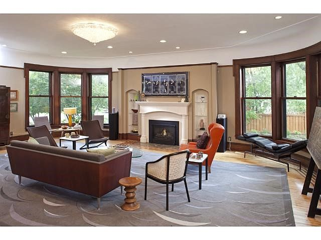 39 the mary tyler moore show 39 home for sale in minneapolis for The living room minneapolis mn