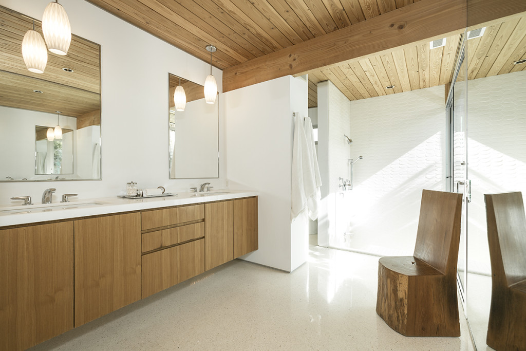 House of the week a mid century modern stripped to for Mid century modern master bathroom