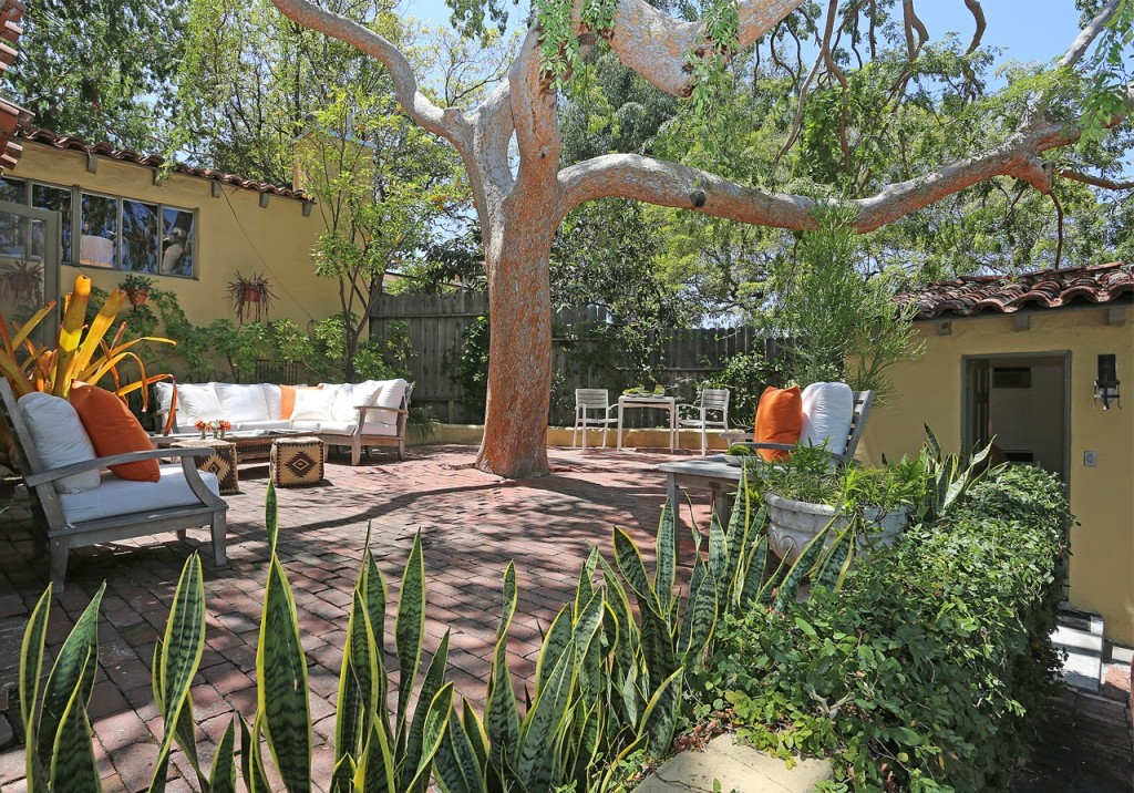 Dexter star michael c hall sells in hollywood hills for Buy house hollywood hills