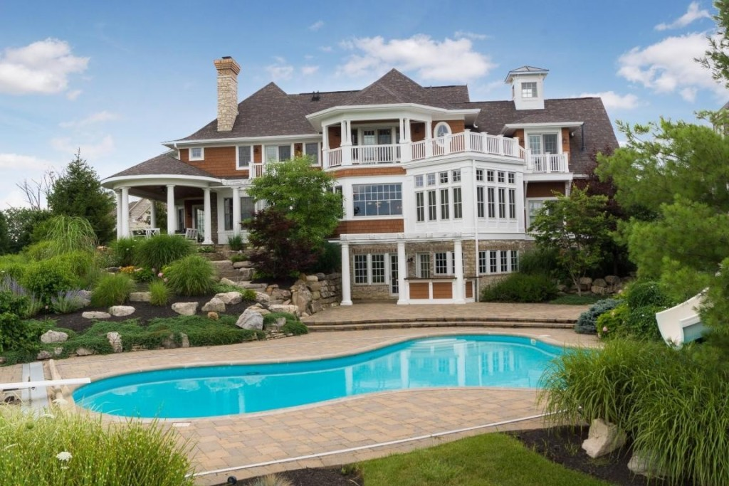 Mansion madness an entertainer 39 s dream home in ohio wins for Home builders in ohio
