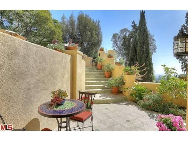 Stevie Nicks Old Hollywood Home Asks 1 6 Million