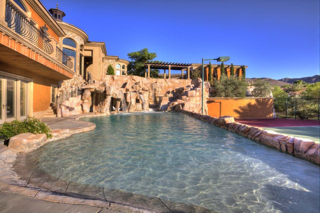 House Of The Week A Desert Mansion With Lazy River