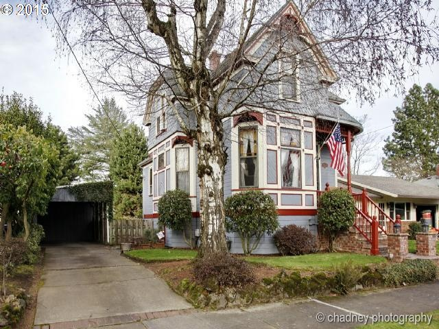 This 3 Bedroom Victorian In Portlands Popular Alberta Arts District Has A Mother In Law Suite In The Ba T With A Private Entry Full Bathroom And