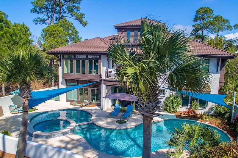 9 Pools That Will Make You Wish Every Week Were Shark Week Zillow Porchlight Howldb