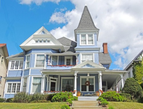 Like gingerbread houses a victorian may be the home for you for Victorian houses for sale in georgia