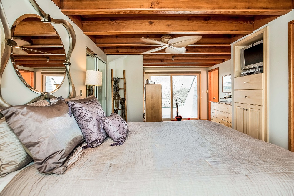 House Of The Week: Spaceship Home In Staid New England