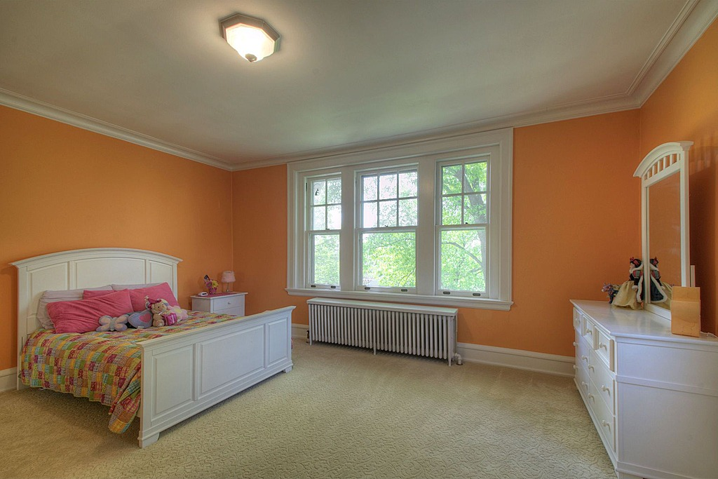 Wonderful UPDATE: Taylor Swiftu0027s Childhood Home In PA Sells For $700,000