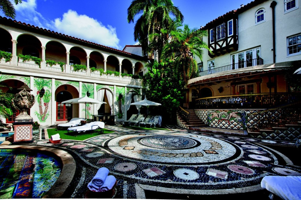 Versace Mansion Sells At Auction For 41 5 Million