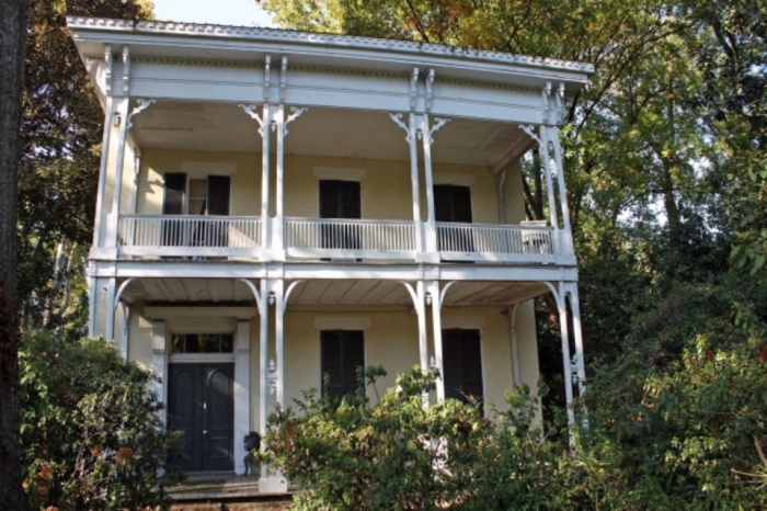 Called U201cthe Time Capsule Of The South,u201d This Civil War Era Home Is  Considered The Most Haunted In Mississippi. At Least Five Inhabitants Died  In Or Near The ...