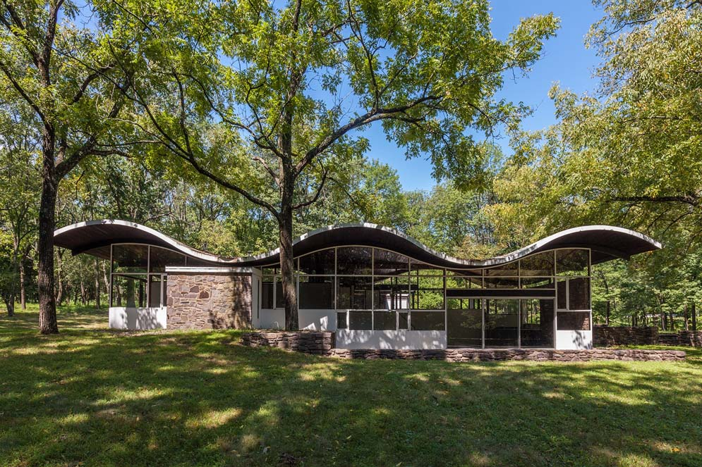House of the Week: Mid-Century Modern Home With a Wavy Lid