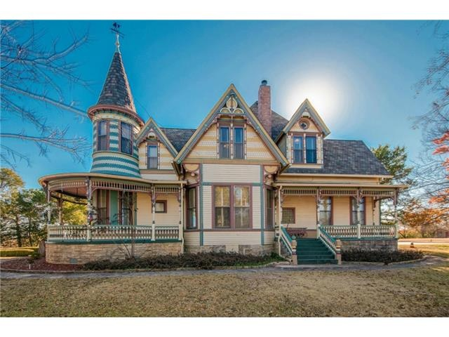 It measures 8 362 square feet and has 11 bedrooms and 10 bathrooms   including the  inn keepers  quarters. 10 Victorian Homes to Swoon Over for Valentine s Day   Zillow