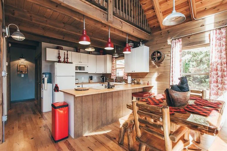 Interesting Architectural Details And Industrial Fixtures Make This Light Modern Cabin The Definition Of Glamping 3 Bed 2 Bath Effortlessly Chic