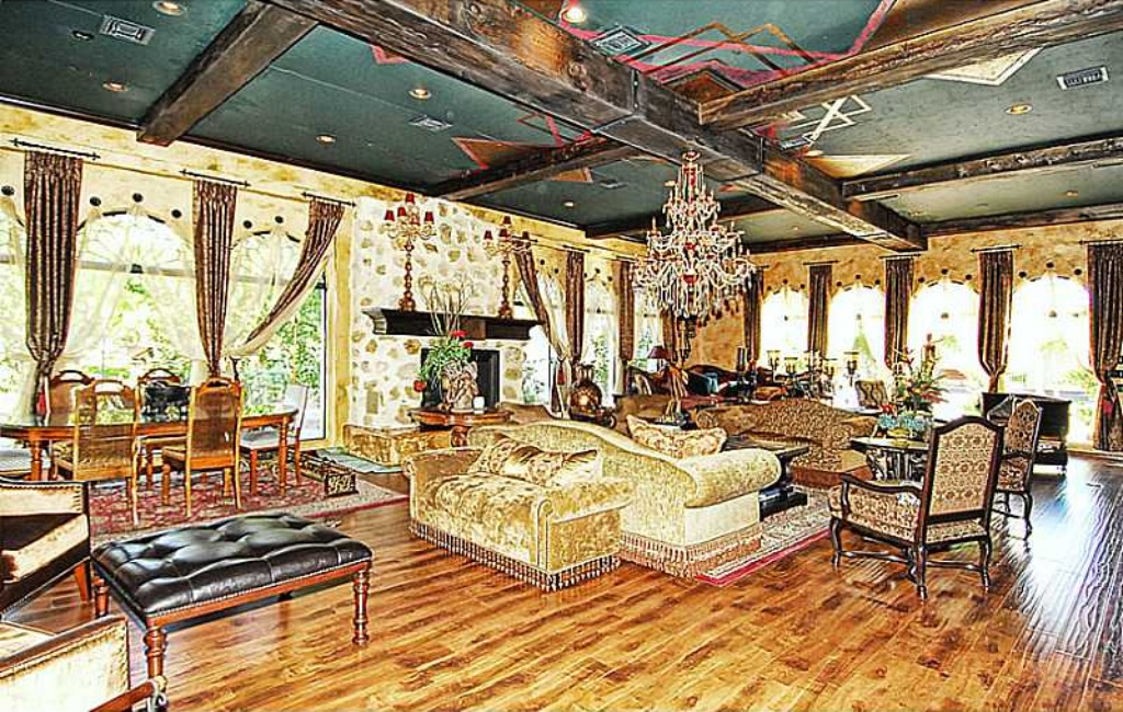 Ornate las vegas palace rented by michael jackson for sale for Las vegas homes with basements