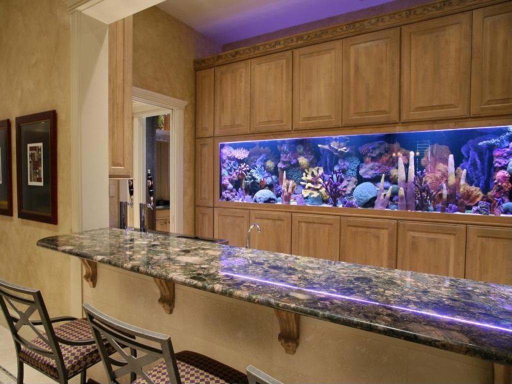 former nba great larry bird selling naples home for 4 8 million. Black Bedroom Furniture Sets. Home Design Ideas