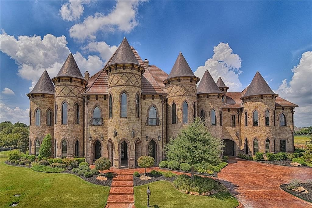 featured 439ae4 Real Life Castle Dream Homes
