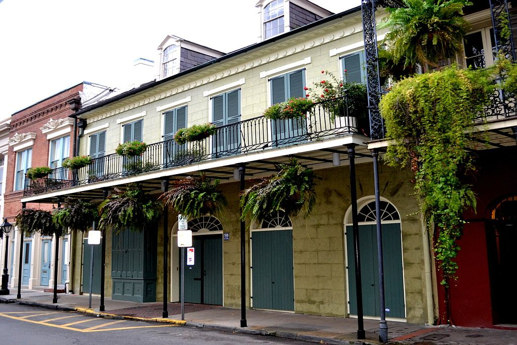 10 new orleans homes to inspire mardi gras magic for Zillow new orleans