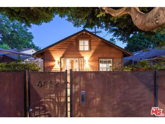 39 mad men 39 star vincent kartheiser lists tiny bungalow for Tiny house zillow