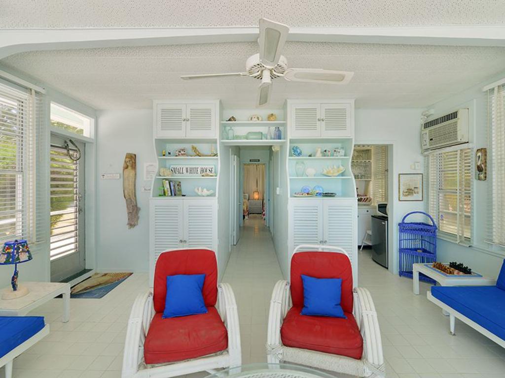 House of the Week: Beached Florida Keys Houseboat
