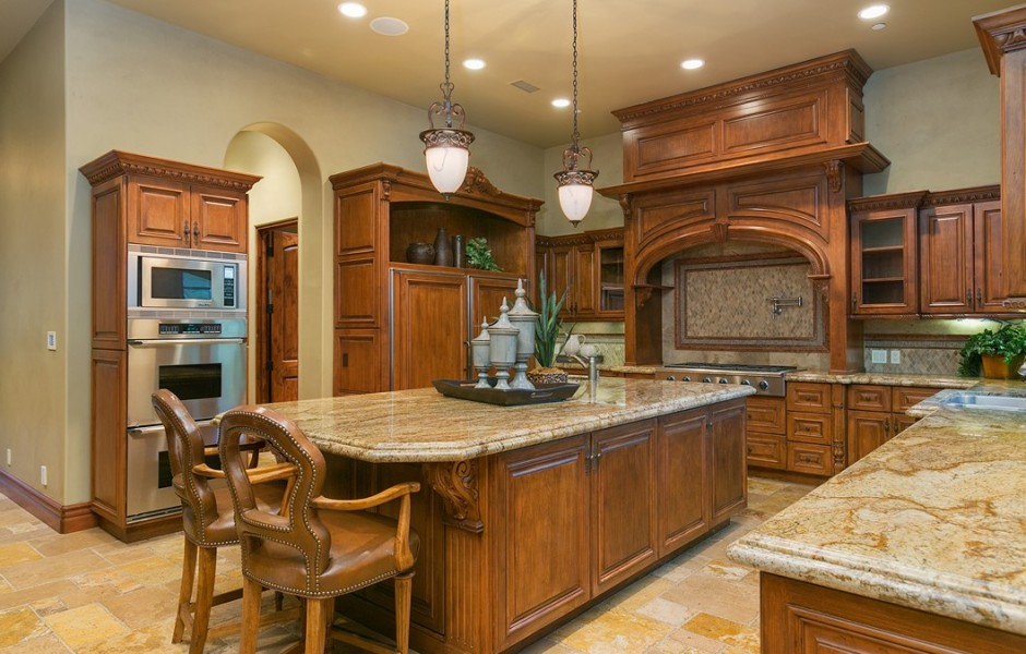 Update Ladainian Tomlinson Sells Home With Hidden Theater