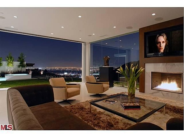 Over A Year Later, Perry Has Now Sold His Hollywood Hills Estate For $4.7  Million, According To The Hollywood Reporter.