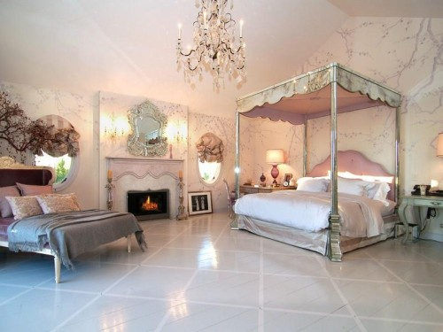 Jessica simpson makes room for baby in osbourne mansion for What makes a mansion