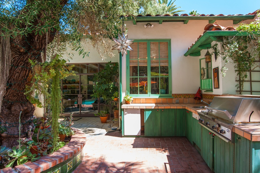 Actress Annie Potts Designed This Funky Hacienda