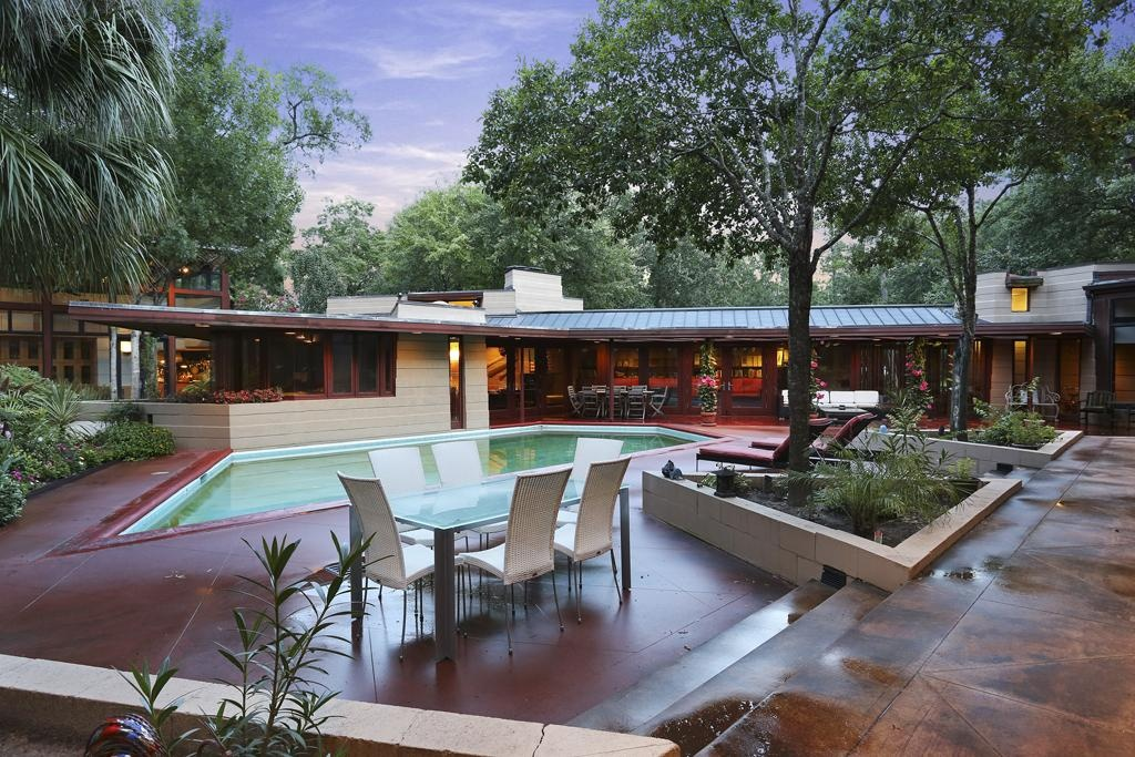 House of the week frank lloyd wright design back from the for Mid century modern architects houston
