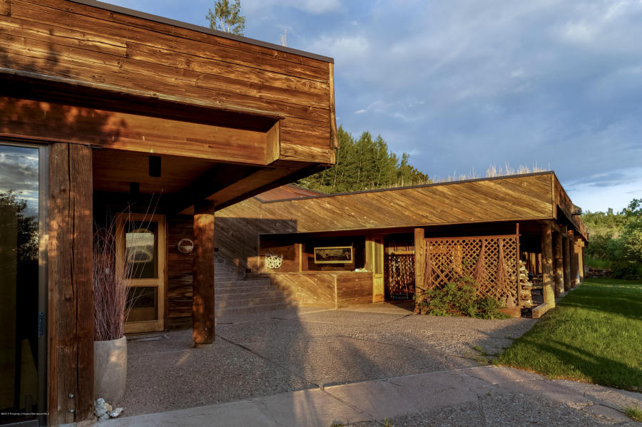 Rocky mountain high john denver 39 s aspen estate for sale for Celebrity homes in aspen