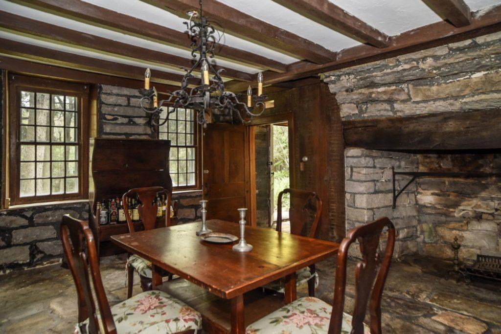 tavern-home