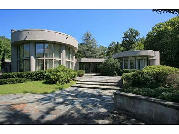 Fan of whitney houston buys her 39 80s mansion for Jersey house music