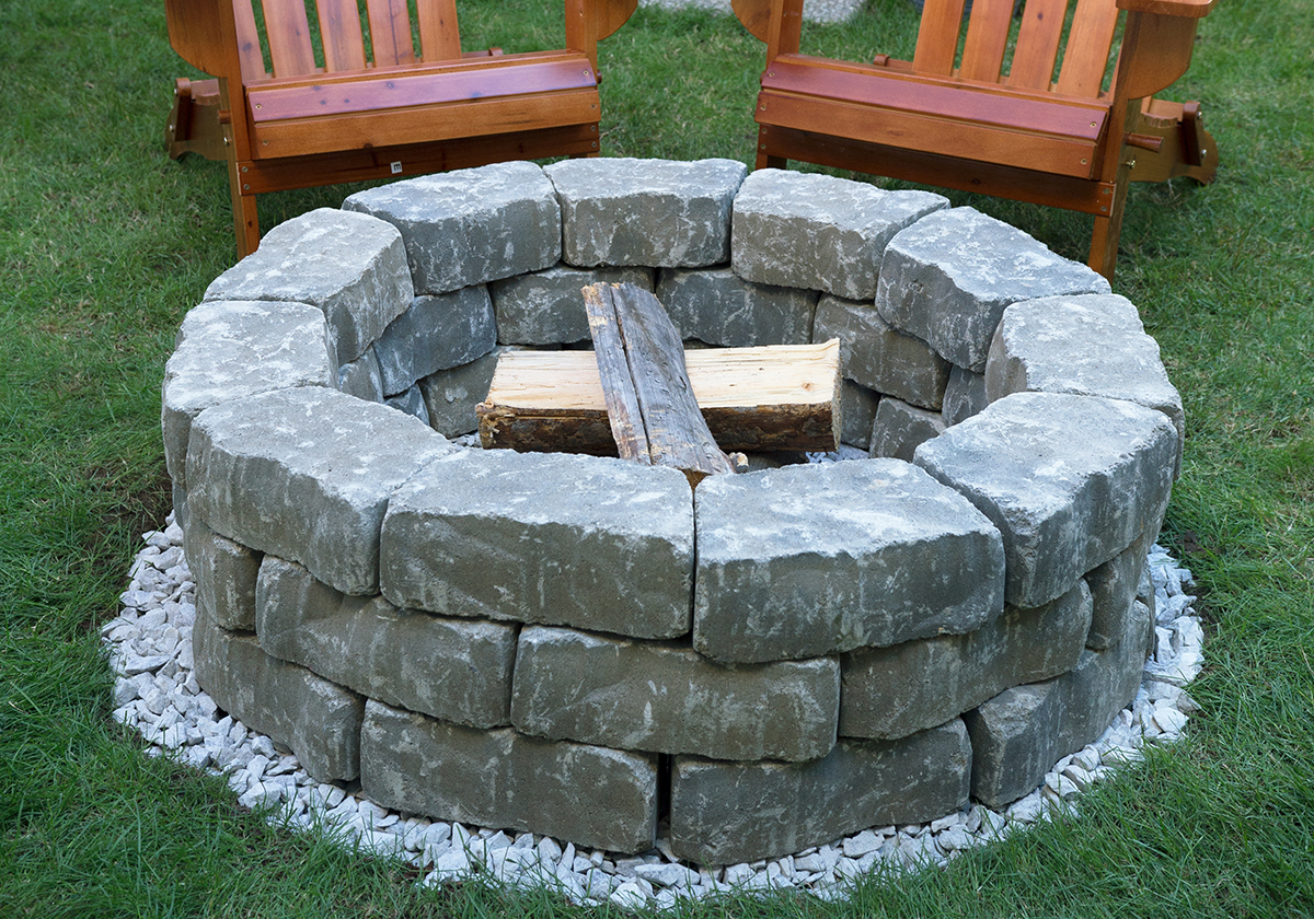 Diy backyard fire pit build it in just 7 easy steps for Easy way to build a fire pit