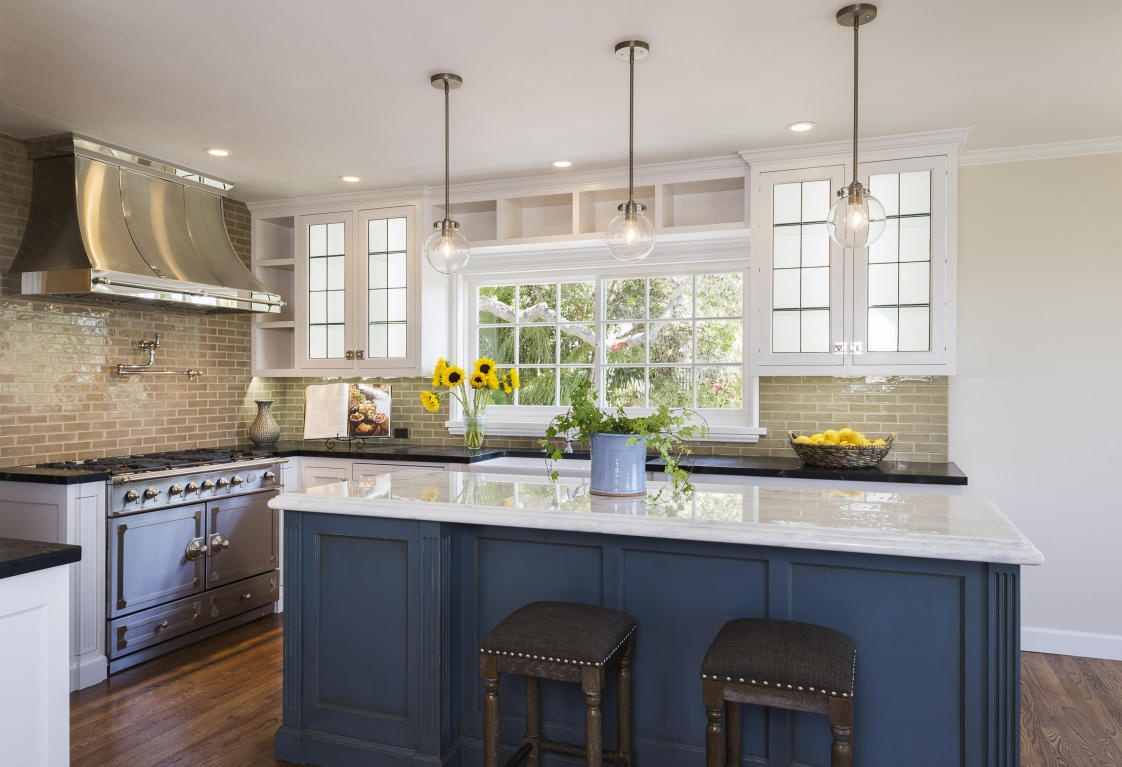 Cottage style ideas for your home home improvement for Cottage kitchen lighting ideas