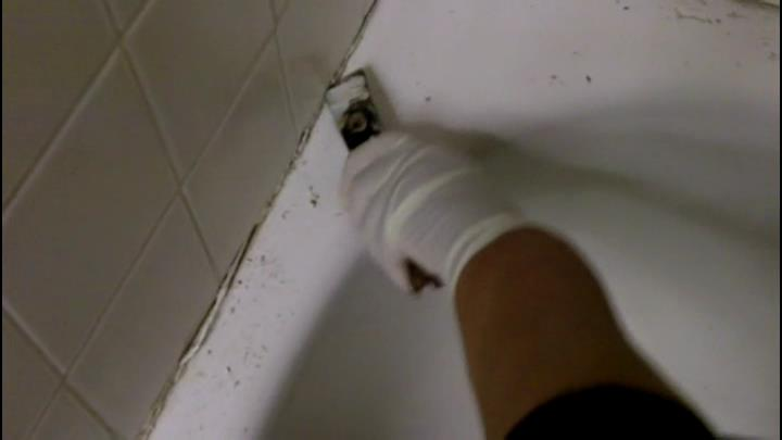 Removing Old Caulk From Tub Surround How to Caulk a Tub