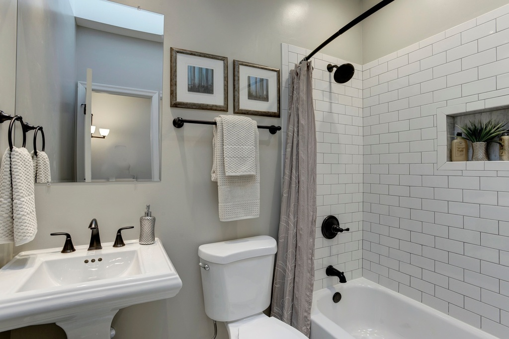 Budget bathroom remodel tips to reduce costs zillow digs - Inexpensive bathroom remodel pictures ...
