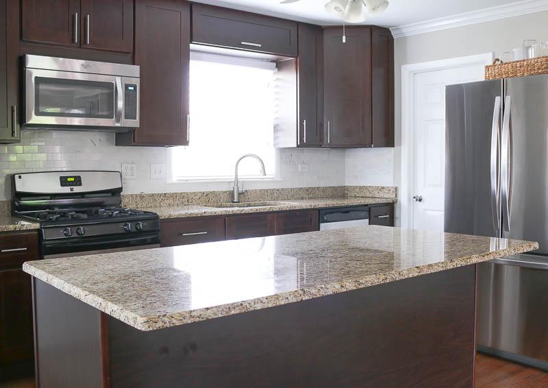 wide shot kitchen countertop before Zillow Digs