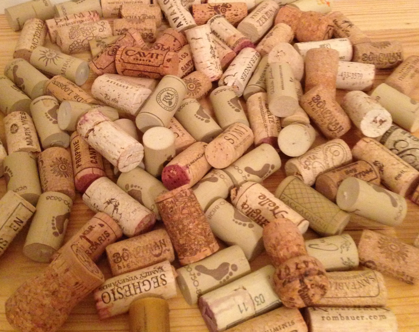 Diy wine cork projects for Decorating with wine corks