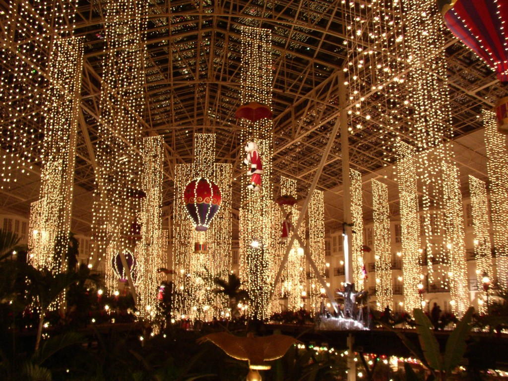 Famous Holiday Light Displays Across The U.S. - HotPads Blog