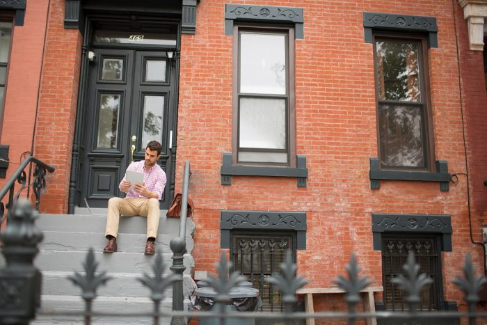 NYC-Stoop-townhouse