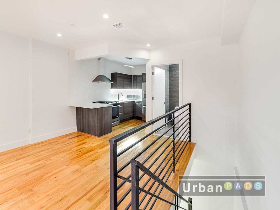 Bed Stuy Duplex With Laundry Roof Deck Asks 2000