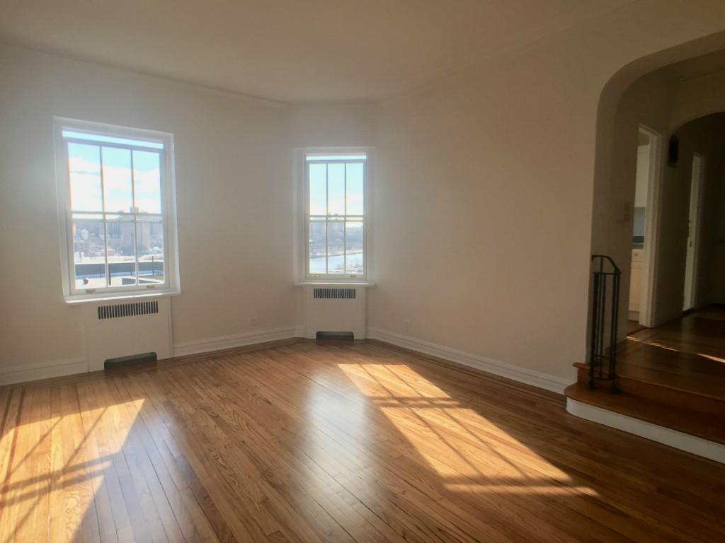 Rent-Stabilized Apartment NYC Asks $1525 | Naked Apartment