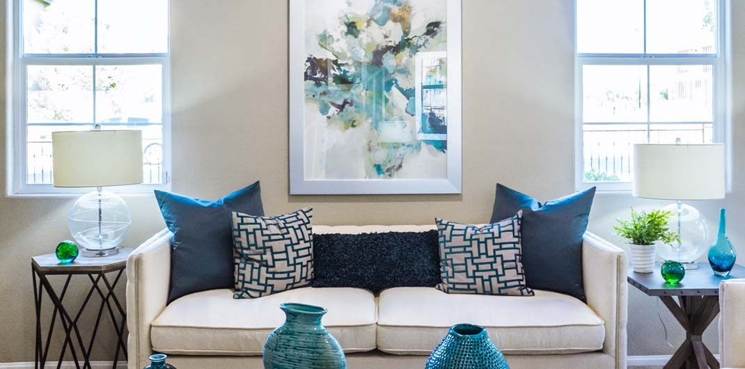living room design blue and white decor