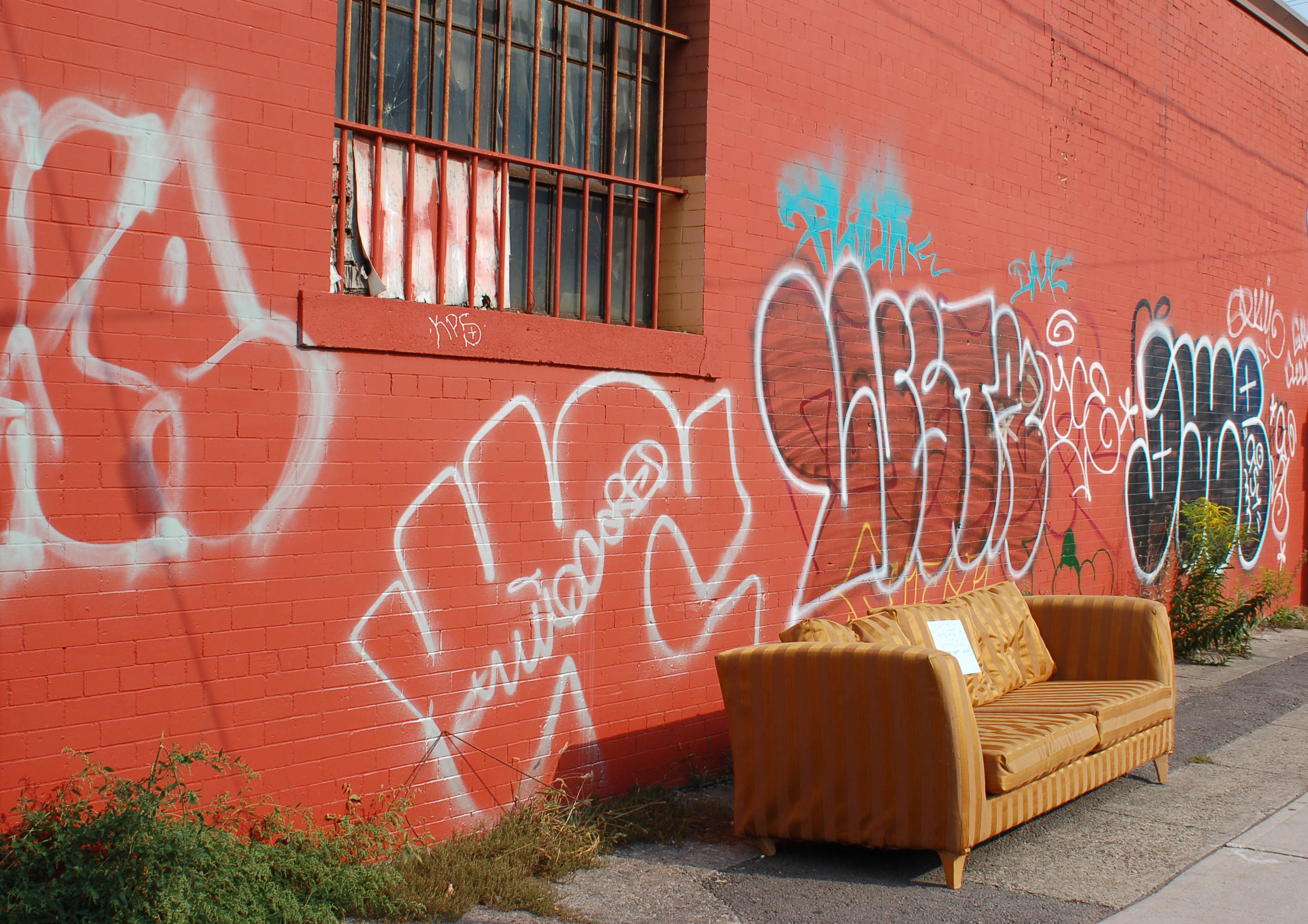 Image Of Couch Wonu0027t Fit Into Apartment