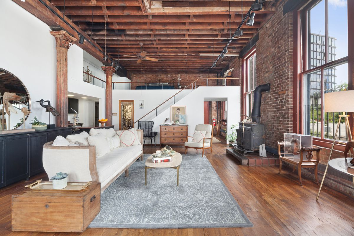 what is a loft in new york city it means something. Black Bedroom Furniture Sets. Home Design Ideas