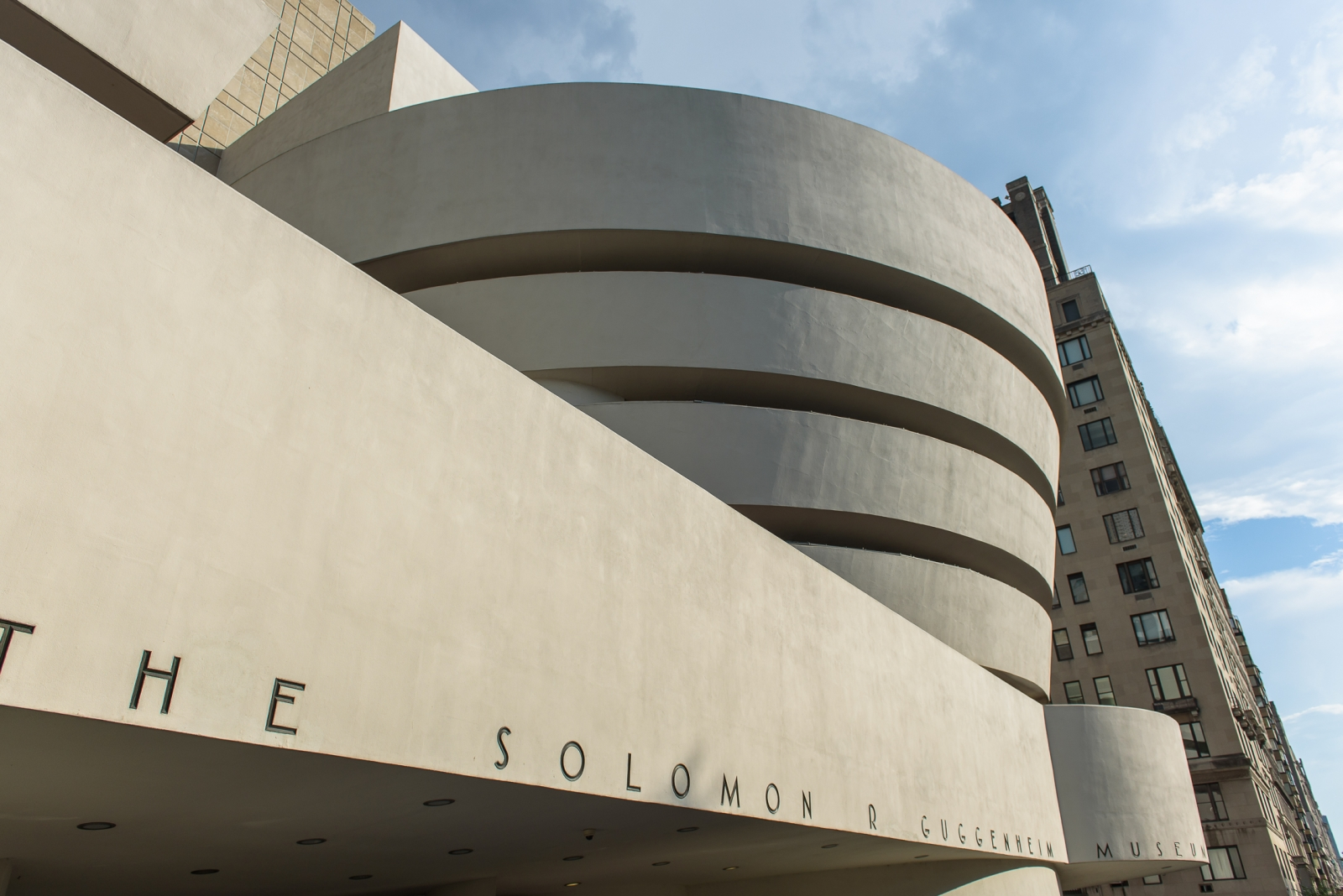 frank lloyd wright guggenheim essay Frank lloyd wright essay it was designed by frank lloyd wright the other is in bilbao, spain comparison of the met and guggenheim.