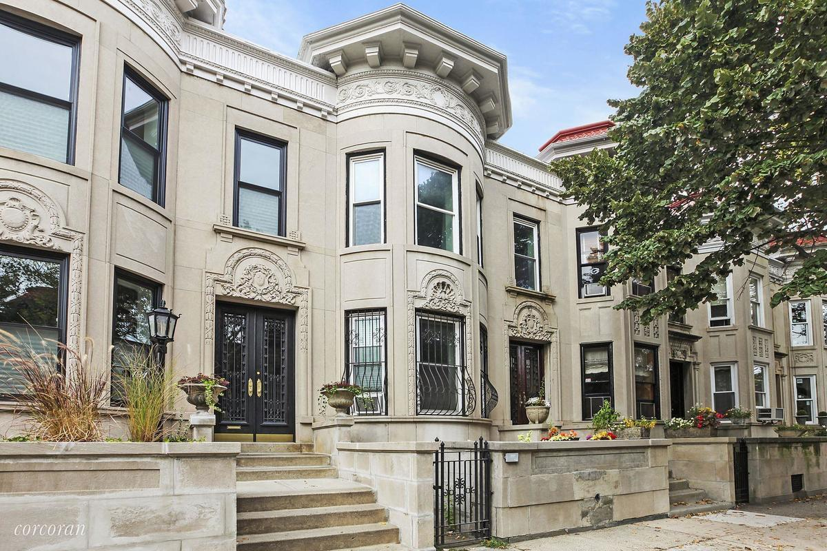 Brownstone house nyc 10 lovely townhouses under 2m for Buying a house in brooklyn