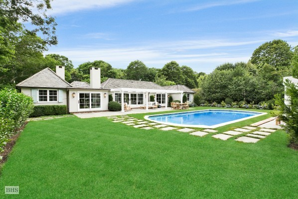 Rachael Ray S Hamptons Estate Listed For 4 9m Streeteasy